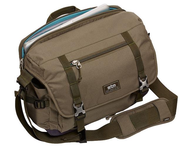 tui-xach-laptop-stm-trush-medium-messenger-bag-3