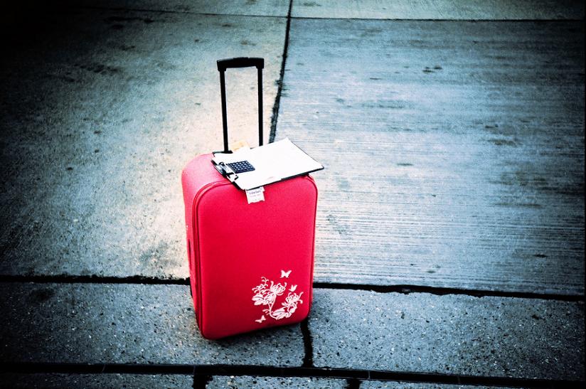 So sánh khác nhau giữa vali kéo chính hãng và vali nhái